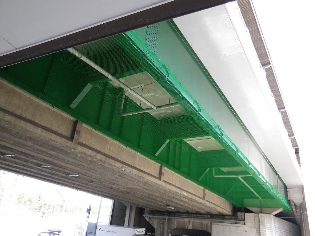 某私鉄 高架橋落下防止ネット設置