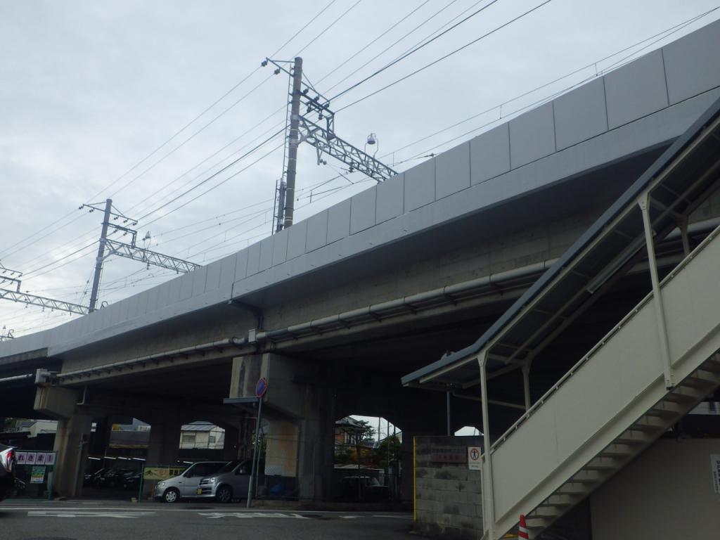 某私鉄 車庫高架橋高欄パネル取り替え