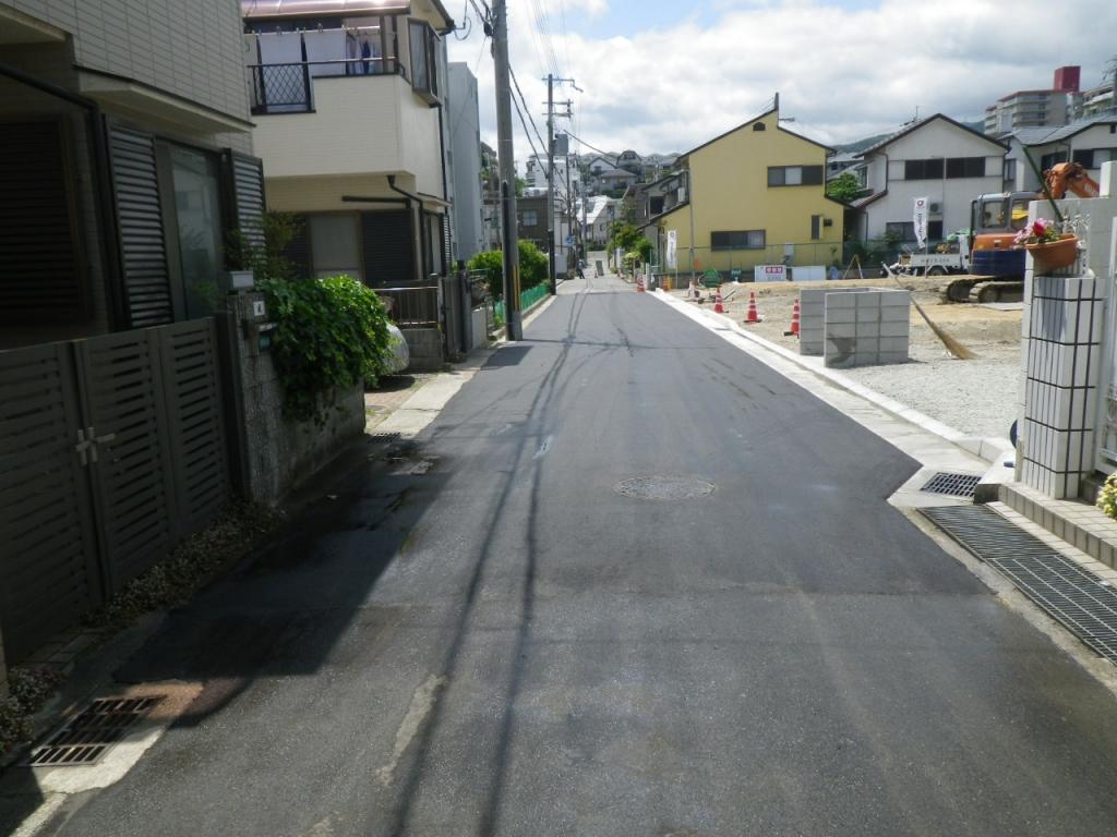 西宮市での道路の補修工事と外構工事1