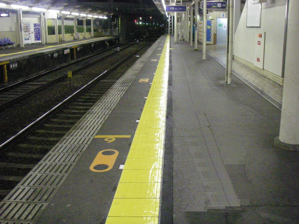 某私鉄 駅舎ホーム内方線タイル設置