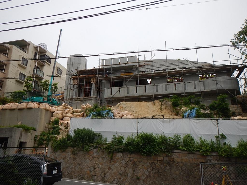 西宮市での道路の補修工事と外構工事