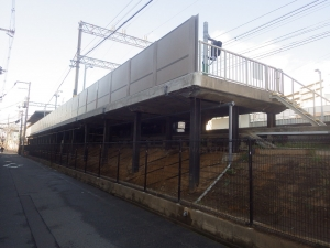 某駅ホーム背壁改良工事